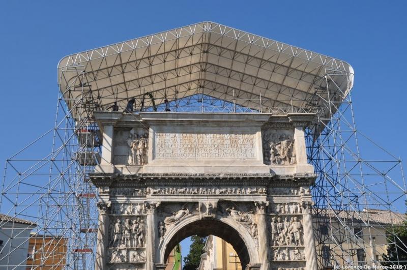 Arco di Traiano con copertura